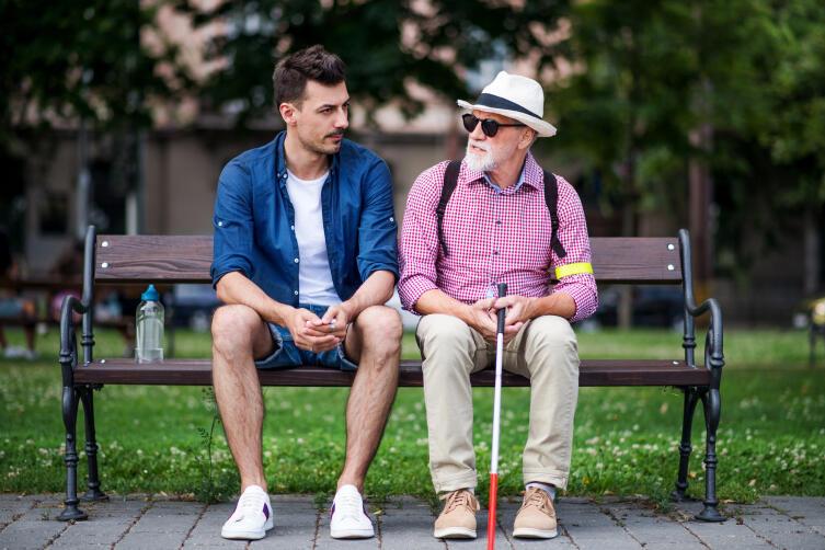 Какие трудности испытывают незрячие люди в общении со зрячими?