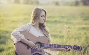 Как самостоятельно научиться играть на гитаре: пошаговая инструкция