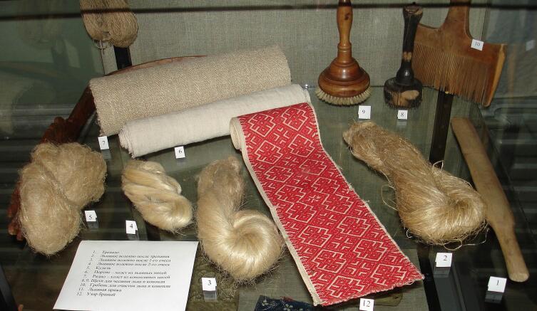 Старинные русские инструменты для обработки льна и конопли, и изделия, получаемые с их помощью