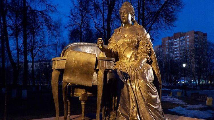Екатерина II подписывает указ о преобразовании села Подол в город Подольск