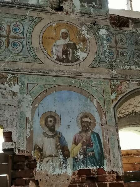 На стенах Казанской церкви XVIII века чудом сохранились фрески