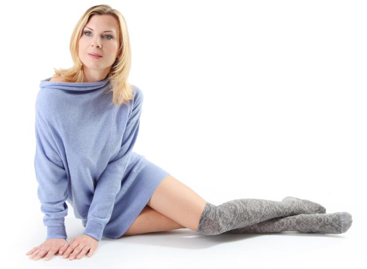 Теплые объемные мини-платья в тренде