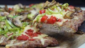 Как приготовить низкокалорийную мясную пиццу?