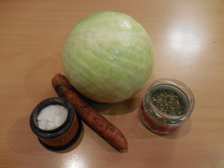 Капуста, морковь, немного мяты и соли...