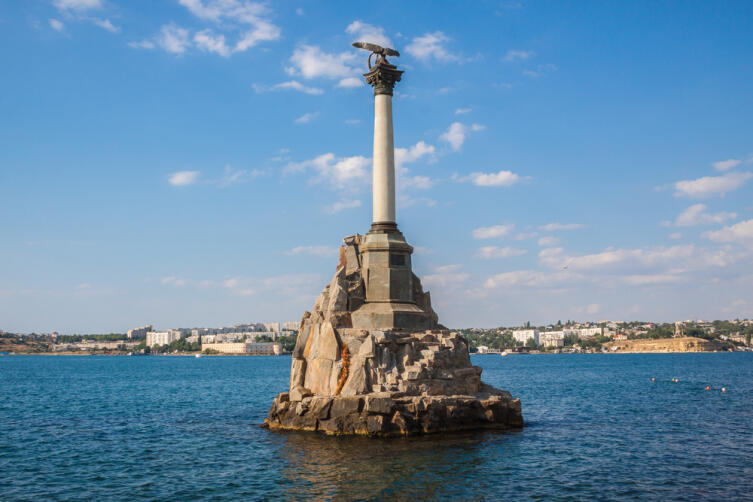 Что предшествовало появлению Памятника затопленным кораблям в Севастополе?