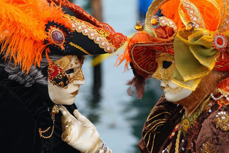 Вольто («Гражданин») и Дама на карнавале 2010 г.