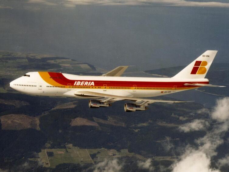 Самолет Вoing 747−200В компании Iberia.