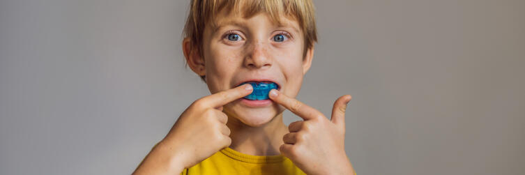Почему ребенок скрипит зубами во сне? Основные причины