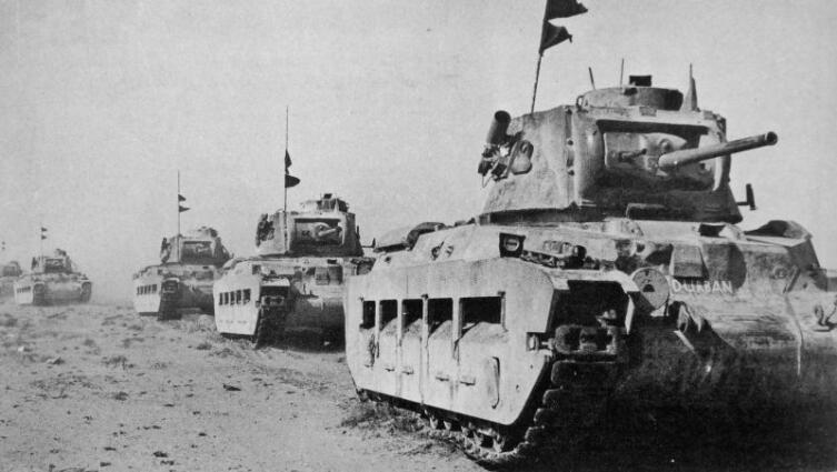 Танки «Матильда II» 7-го британского королевского танкового полка в районе Тобрука