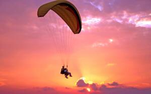 С какой высоты прыгают с парашютом?