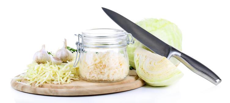 Стоит ли покупать квашеную капусту или лучше приготовить, чтобы быть уверенным в полезности продукта?