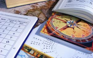 Достаточно купить несколько газет и журналов с гороскопами, и сравнить их. Различие в предсказаниях вашей судьбы окажутся поразительными.