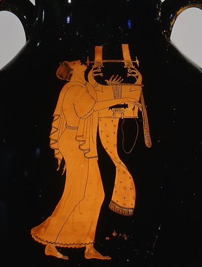 Кифара на краснофигурной амфоре так называемого Берлинского художника (V в. до н.э.). Сосуд хранится в Метрополитен-музее (Нью-Йорк)