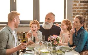 Как на здоровье детей влияют «взрослые разговоры»?