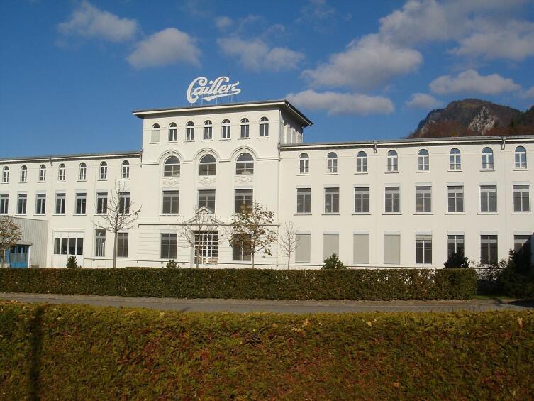 Историческое здание шоколадной фабрики Cailler в Броке, недалеко от Грюйера, Швейцария
