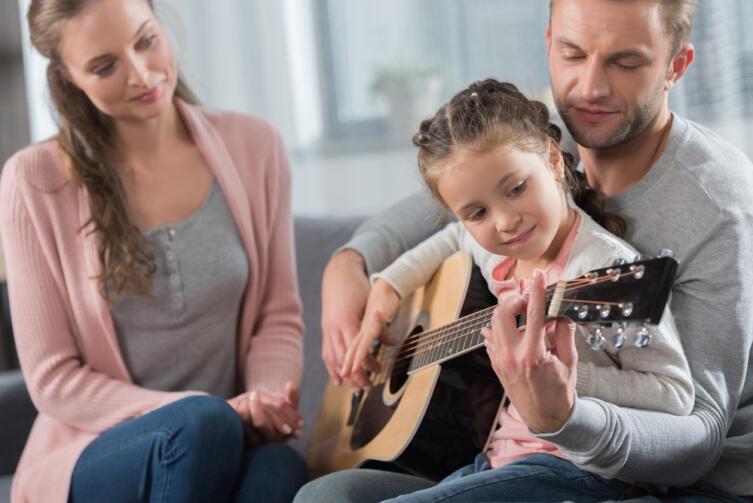 Как научиться «играть» на гитаре?