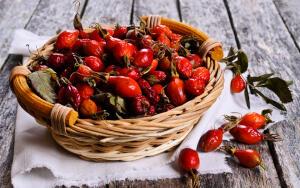 Чем полезны плоды шиповника и что можно из них приготовить?