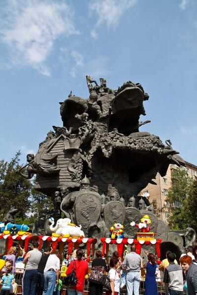 Бронзовая скульптурная композиция «Дерево сказок»