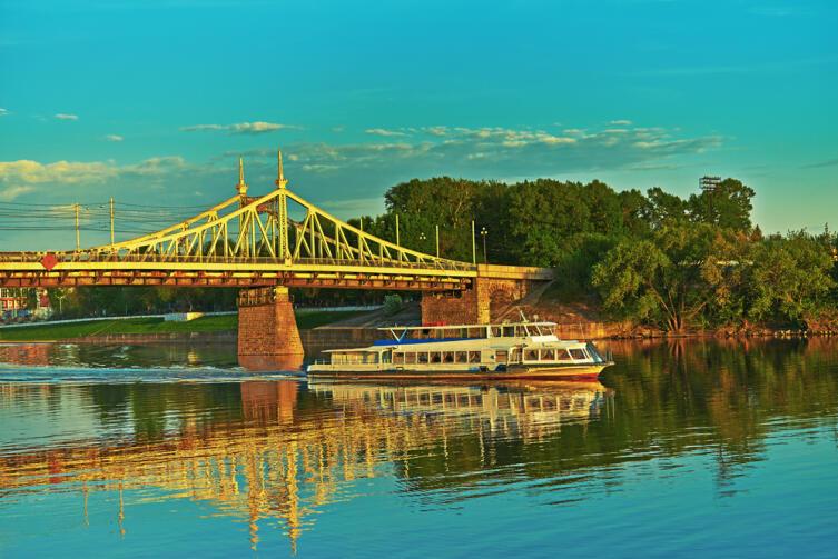 Металлический мост в Твери