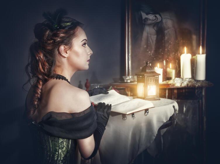 Почему в зеркале порой виден... призрак?
