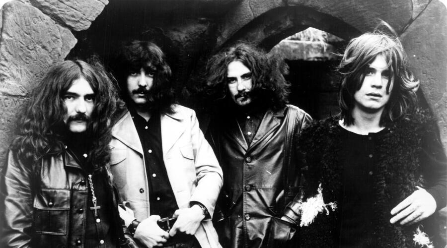 Black Sabbath в 1970 г. Слева направо: Гизер Батлер, Тони Айомми, Билл Уорд, Оззи Осборн