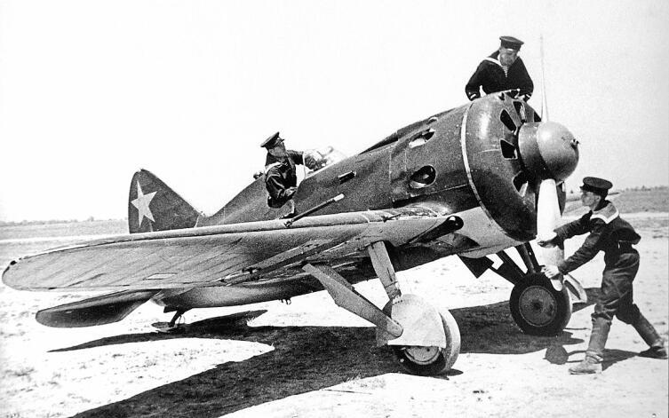 Истребитель И-16 тип 10