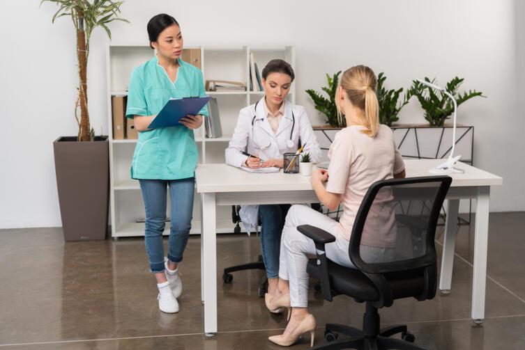 Как лечатся инверсионной терапией?