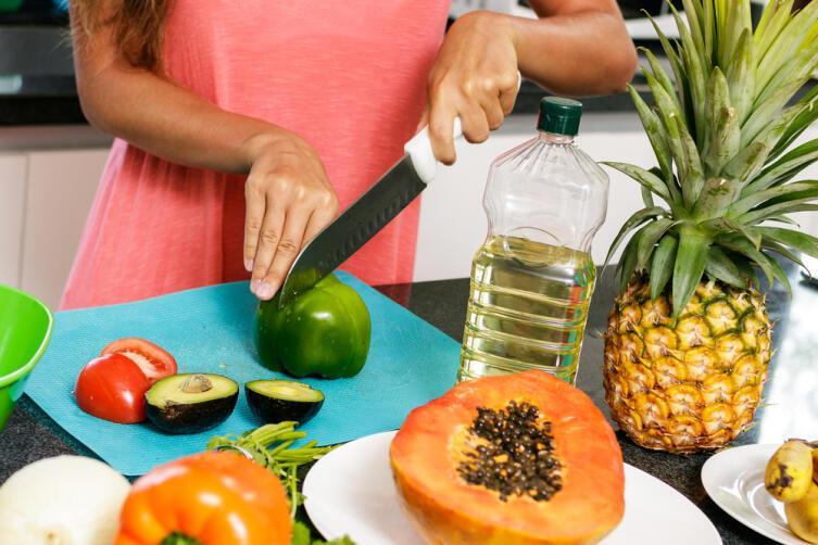 Как приготовить салаты без майонеза и без варки?