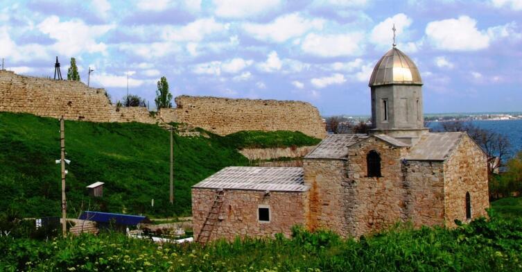 Увлечение фото, исторические места Крыма. Феодосия, Генуэзская крепость, 2008 г.