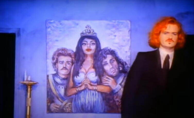 Кадр из клипа «Obsession»