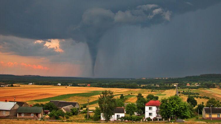 Каковы самые мощные торнадо в истории человечества?