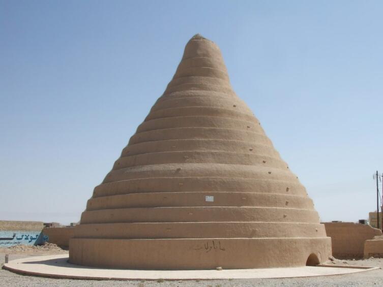 Яхчал — древний персидский тип холодильника испарительного типа, разновидность ледника