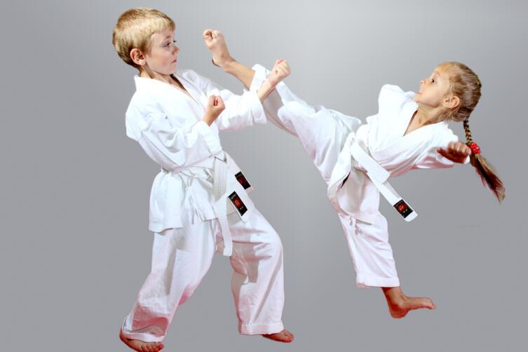 Отдавать ли ребенка в секцию карате?
