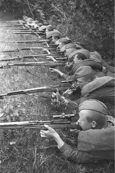 Занятия школы советских снайперов