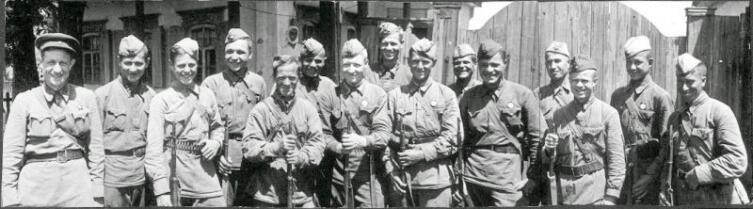 Советские снайперы на слете «Стахановцы снайперского огня»
