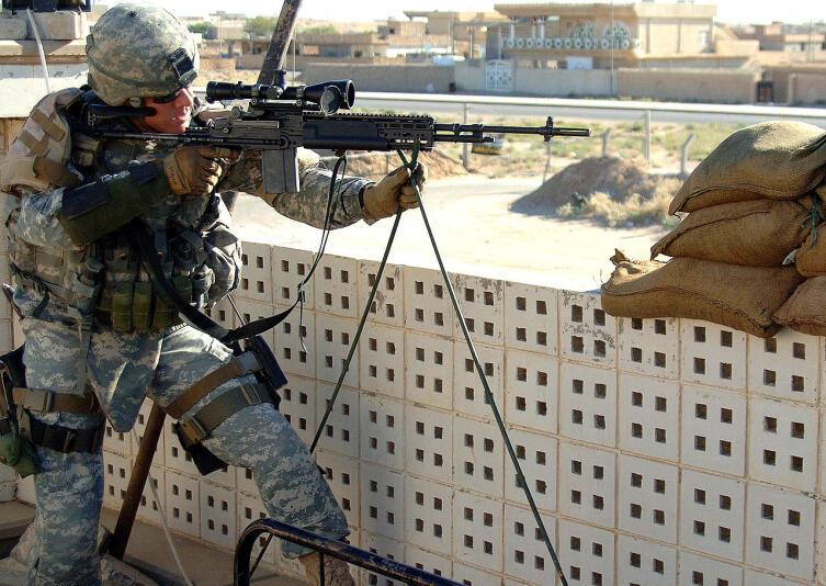 Снайпер армии США на крыше Ирак, 16 октября 2006 г.