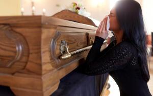 Как пережить потерю близкого человека и вернуть интерес к жизни?