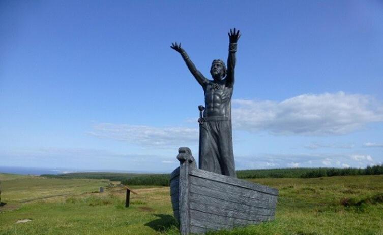 Скульптура Мананнана Мак Лира работы Джона Саттона в Гортморе, Магиллиган, графство Лондондерри, Северная Ирландия