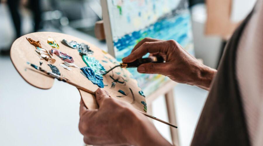 Чем полезно рисование для взрослых?