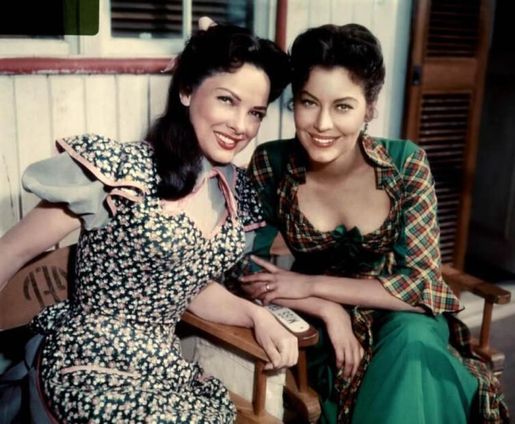 Марджори Чэмпион и Ава Гарднер. Кадр из к/ф «Плавучий театр», 1951 г.