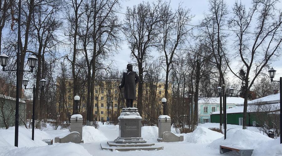 Памятник Почетному гражданину города и меценату Д. Г. Бурылину, установленный в Литературном сквере г. Иваново