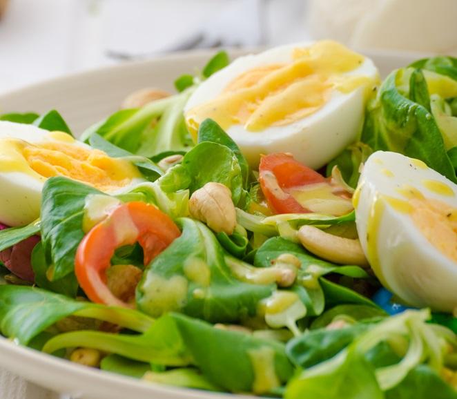 Как приготовить на новогодний стол салат с валерианой?