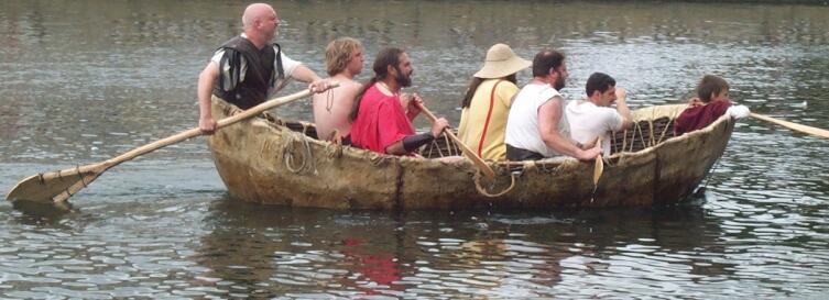 Реплика курраха первого тысячелетия нашей эры на реке Грейт Уз в Бедфорде