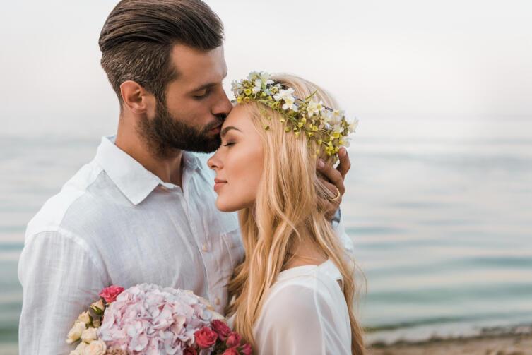 Повторный свадебный ритуал кажется простой формальностью,