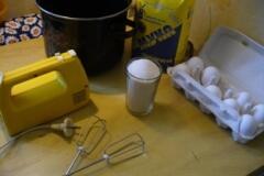 Для приготовления шарлотки требуется совсем немного продуктов