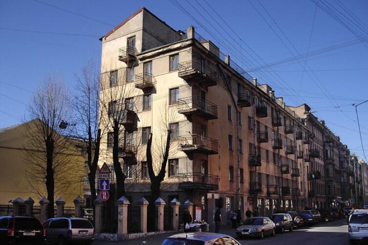 Дом-коммуна инженеров и писателей («Слеза социализма») в Санкт-Петербурге