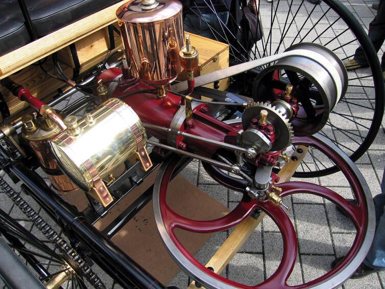 Двигатель первого автомобиля (реставрация)