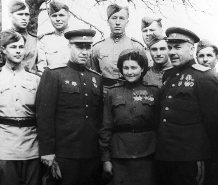 Сержант Д. Ю. Станилиене после награждения орденом Славы 3-й степени