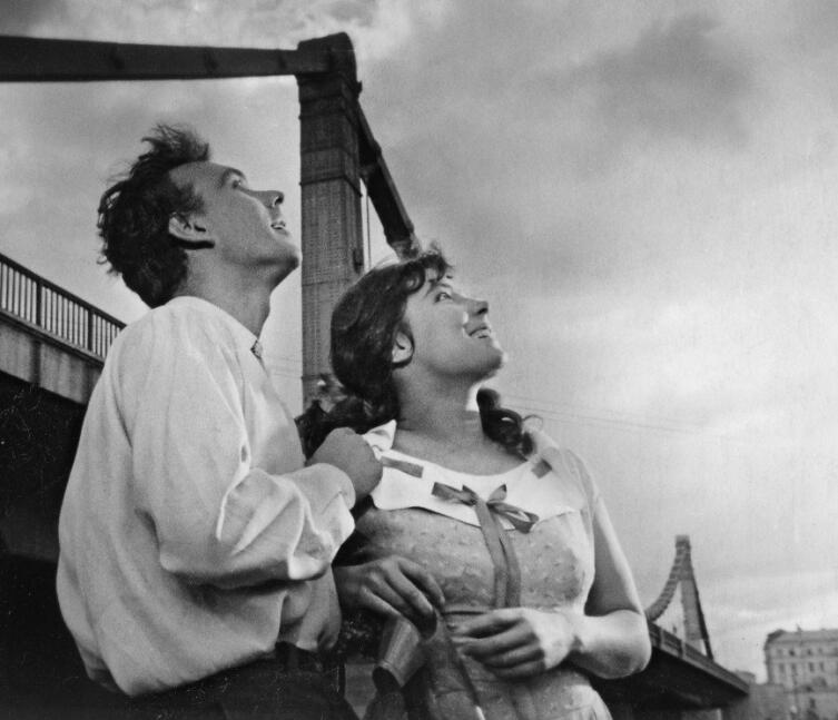 Кадр из к/ф «Летят журавли», 1957 г.