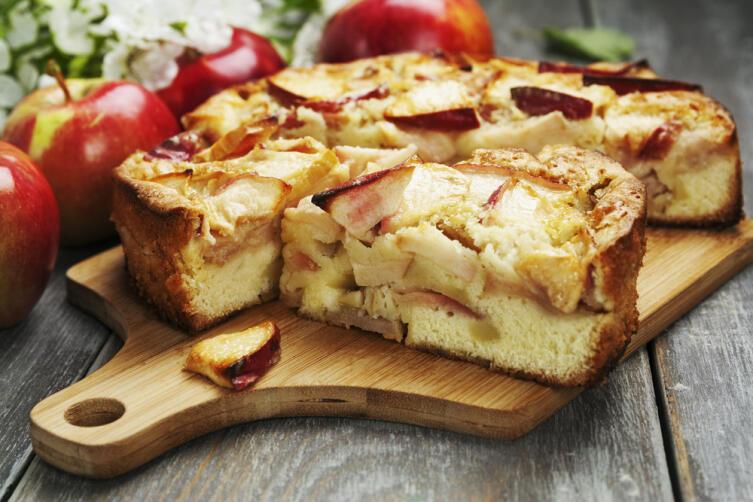 Русская шарлотка: как испечь вкусный пирог с яблоками?